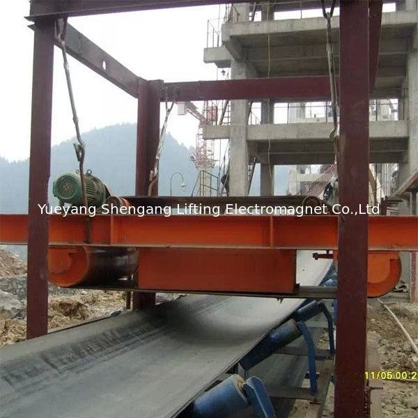 Self Cleaning Overband Magnetic Separator Belt Type For Handling Iron Materials supplier